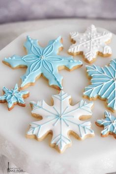 Snowflake Cookies - What Should I Make For. Snowflake cookies decorated with blue and white icing make a sweet holiday display. These simple cut out cookies are decorated with royal icing and will wow at your cookie exchange! Christmas Sugar Cookies, Holiday Cookies, Christmas Treats, Christmas Baking, Fancy Cookies, Cut Out Cookies, Iced Cookies, Blue Cookies, Cookies With Icing