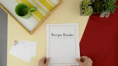 💡 WHERE can you organize ALL of your 📎 Recipes, 📎 Meal Plans, 📎 Shopping Lists, 📎 Family Favorites, 📎 Pantry and Freezer Inventory ...and MORE in ONE binder?? Download the FREE Recipe Binder printable! #recipebinder #kitchenorganization #mealplanning #familyrecipe