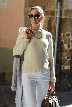 street style total white outfit, white pants and white sweater http://destijl.it/fashion/ton-sur-ton/