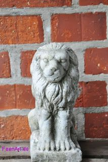 Löwe - Lion   Er  hat die letzte Nacht die Wache übernommen! Er wacht jetzt vor der Eingangstür und passt auf, dass kein Unbefugter Zugang erlangt ;) Nein, wirklich furchteinflößend ist er bei seiner Größe sicherlich nicht. Aber was zählt, sind die inneren Werte!   www.FeenArt.de | Claudia Böttcher