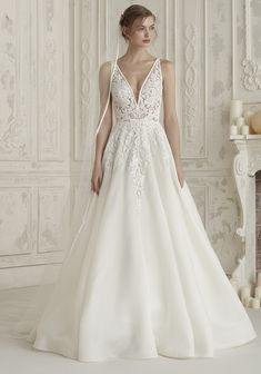 bd2fb0ee0f9 Pronovias Elis Wedding Dress