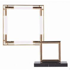 Dessinée par Jacques Adnet, la #lampe à poser Quadro représente ce que le #design #graphique fait de mieux en la matière !