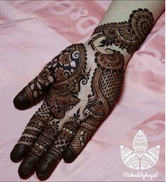Mehndi design makes hand beautiful and fabulous. Here, you will see awesome and Simple Mehndi Designs For Hands. Khafif Mehndi Design, Basic Mehndi Designs, Latest Bridal Mehndi Designs, Mehndi Designs 2018, Henna Art Designs, Mehndi Design Pictures, Mehndi Designs For Girls, Mehndi Designs For Beginners, Wedding Mehndi Designs