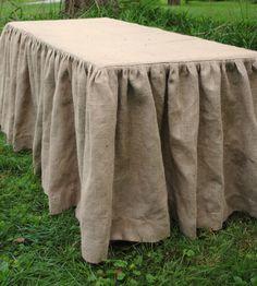 Etsy の Burlap Tablecloth by PaulaAndErika, $120.00