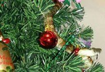 """Tiger Snake"" kao ukras na božičnom drvetu Christmas Wreaths, Christmas Bulbs, Snake, Holiday Decor, Home Decor, Decoration Home, Christmas Light Bulbs, Room Decor, A Snake"