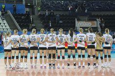 La squadra tedesca ascolta l'inno prima di Germania-Argentina al PalaLottomatica di Roma