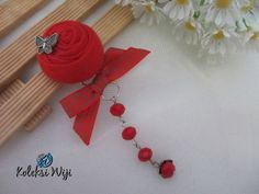 http://koleksiwiji.com/product/fatiya-red-rose-brooch  Fatiya Rose Brooch Size : Diameter bunga 3 cm Panjang juntai 7 cm Colours :red Materials : fabric rose, beads and charm   bros bunga, bros cantik, bros hijab, bros kain, Bros korsase, koleksiwiji, pins bros -  - #BrosBunga, #BrosCantik, #BrosHijab, #BrosKain, #BrosKorsase, #Koleksiwiji, #PinsBros -