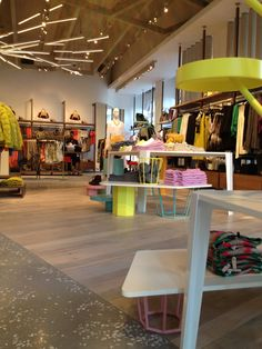 United colors of benetton new concept store in milan for Benetton usa online shop