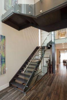 Escaleras modernas de acero y cristal Flat Roof House Designs, Sims House Design, Minimalist House Design, Minimalist Home, Decor Interior Design, Interior Decorating, Waterfront Homes, Industrial Loft, Modern House Plans