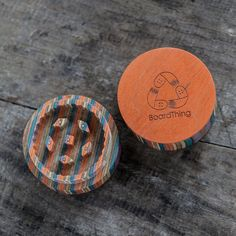 Handcrafted wooden grinder made of recycled skateboards. The dimensions are 5cm diameter and 3,5cm high. Useful with crushing various species of herbs. 100% recycled canadian maple wood. Attested by skateboarding community.