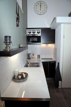 www.debergpoort.nl Modern en luxe bed and breakfast in Deventer met eigen opgang. Geschikt voor 2 personen. Een volledig uitgeruste keuken is aanwezig.