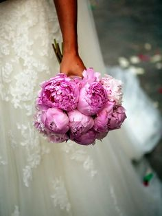 peonies - the perfect most simple bridal bouquet!