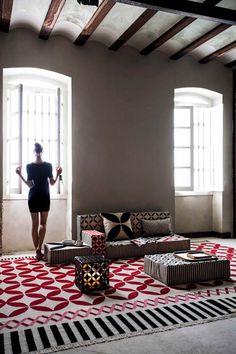 GAN espacio Touareg by Sandra Figuerola Patricia Urquiola, Tapis Design, Interior Decorating, Interior Design, Wicker Furniture, Carpet Design, Modern Rugs, Decoration, Living Room Designs