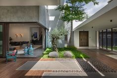 Modern Indian villas with courtyard designs. Featuring courtyard flooring, large reflection pool design, contemporary landscaping, plus luxury interior spaces. Modern Courtyard, Courtyard Design, Internal Courtyard, Front Courtyard, Villa Design, House Design, Natural Landscaping, Casa Patio, Floor Layout