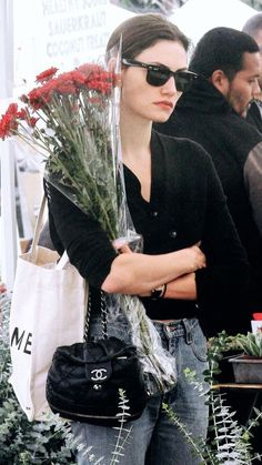 """""""mood: phoebe tonkin carrying flowers while looking depressed and annoyed"""" Vogue, Look Fashion, Fashion Outfits, Womens Fashion, High Fashion, Fashion Tips, Estilo Retro, French Chic, Carrie Bradshaw"""