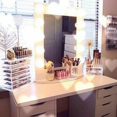 Elegant Makeup Room Checklist & Idea Guide for the best ideas in Beauty Room decor for your makeup vanity and makeup collection. Diy Vanity Mirror, Vanity Room, Vanity Ideas, Mirror Desk, Ikea Vanity, Mirror Room, White Vanity, Rangement Makeup, Makeup Rooms