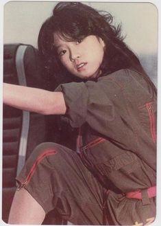 中森明菜 Akina Nakamori, 1980s Idolo Aesthetic Japan, Japanese Aesthetic, 80s Fashion, Vintage Fashion, Beautiful Person, Print Pictures, Japanese Fashion, Asian Girl, Singer