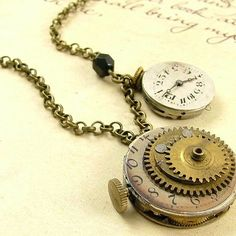 The Wheels of Time Travel - Steampunk Necklace