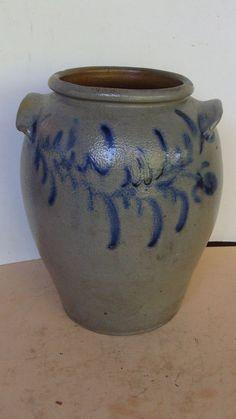 Pots women 39 s and toilets on pinterest - Pot de chambre antique ...