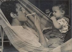 Chico e a filha Sílvia, com 1 ou 2 anos de idade - 1971.