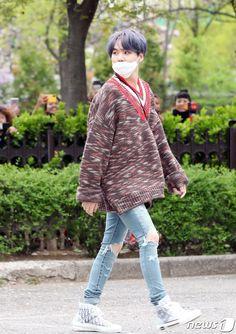 Kookiekookie's Look - Suga Rap, Bts Bangtan Boy, Bts Airport, Airport Style, Min Yoongi Bts, Min Suga, Min Yoonji, Bts Inspired Outfits, Korean Street Fashion