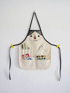Get the whole family involved in this DIY kid apron and your kiddo will be ready to dig in and get messy with future projects!