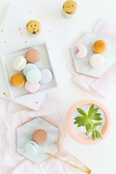 DIY gilded marble hexagon serving boards for under $5 | tiles painted with gold paint & soft spots put on the underneath- amazing!!