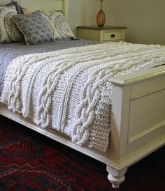 Manta de punto tejida a mano - Chunky Cable Knit Blanket in Cream Irish Cabled Wool Hand Knitted Blanket