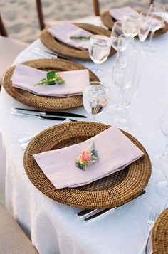 Love the plates! Bohemian Chic #WedPin #AAWEP #Wedding