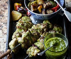 Chicken Espetada with Warm Pesto Veggies - Low Carb & Primal (can be made Paleo too substituing butter with coconut oil or ghee if you admit it in your diet plan) Banting Diet, Banting Recipes, Low Carb Recipes, Roasted Vegetables, Veggies, Dinner Club, Good Food, Yummy Food, Chicken Skewers