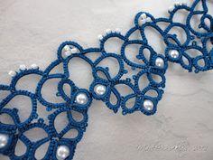 Yarnplayer's Tatting Blog: Bracelet in blue and white