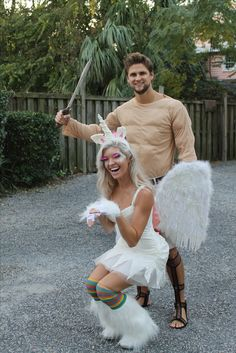 Hallowen Costume Couples Hercules and Pegasus Halloween Couples Costume Unicorn Halloween Costume, Amazing Halloween Costumes, Cute Halloween Costumes, Couple Halloween, Halloween Diy, Halloween 2020, Halloween Makeup, Diy Couples Costumes, Creative Couple Costumes