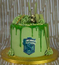Harry Potter Theme Cake, Harry Potter Treats, Harry Potter Drinks, Gateau Harry Potter, Harry Potter Birthday Cake, Harry Potter Bday, Harry Potter Food, Harry Potter Facts, Harry Potter Movies