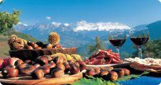 Südtirol Törggelen - the most wonderful autumn experiences in South Tyrol South Tyrol, Alcoholic Drinks, Outdoor Decor, Food, Italy Landscape, Autumn Ideas, Homeland, Places, Google
