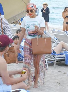 Jennifer Lopez Photos - Actress and singer Jennifer Lopez is spotted out sun bathing at the beach in Miami, Florida on May 6, 2016. - Jennifer Lopez Hits the Miami Beach