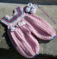 How to tutorial knitting and crochet baby pattern free Crochet Girls, Crochet Baby Shoes, Crochet For Kids, Crochet Stitches, Knit Crochet, Crochet Patterns, Baby Candy, Crochet Doll Clothes, Knitted Bags