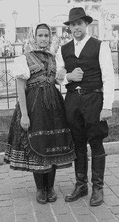 """Mladý """"Škvarkar"""" sa zahľadel do krásy ukrytej v kroji Folk Costume, Costumes, Heart Of Europe, Jodhpur, Traditional Dresses, Ancestry, Boards, Times, Image"""