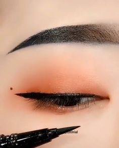 eyeliner styles for big eyes ; eyeliner styles for hooded eyes ; eyeliner styles simple step by step ; eyeliner styles different Korean Makeup Tips, Korean Makeup Look, Asian Eye Makeup, Makeup Eye Looks, Makeup Eyes, Asian Makeup Videos, Korean Makeup Ulzzang, Asian Makeup Tutorials, Chinese Makeup
