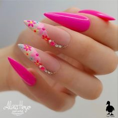 Do you want to try more bold and edgy nails? Then fine stiletto nails are your best choice. Check these amazing nail galleries together Dope Nails, Bling Nails, Swag Nails, Edgy Nails, Nails Inc, Gel Nails, Coffin Nails, Summer Acrylic Nails, Best Acrylic Nails