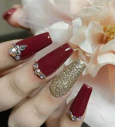 Bliss Nails & Spa - Nagelstudio in Spartanburg SC 29307 # Nagel # Nagel rot # rot Red And Gold Nails, Purple Nails, Bling Nails, Red Nails, Maroon Nails, Gold Acrylic Nails, Luxury Nails, Elegant Nails, Christmas Nails