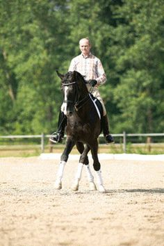 Building Power In Relaxation with Hubertus Schmidt | Dressage Today