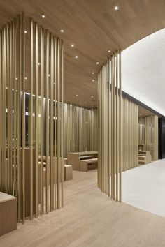 Restaurant Tour Total / Leyk Wollenberg Architects. Screens of layered circular section timber floor to ceiling battens