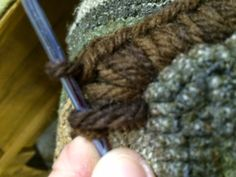 Finishing a hooked rug. Primitives by the light of the moon tutorial.