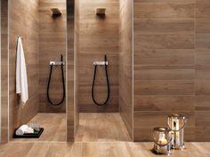 badideen-fliesen-holzoptik-warmer-holzton-duschen