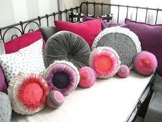 Gehäkeltes Kissen // Crocheted pillow by Josefine via DaWanda.com