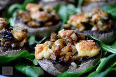 Ciuperci umplute cu gorgonzolla - CAIETUL CU RETETE Baked Potato, Sushi, Vegetarian Recipes, Lunch Box, Ricotta, Food And Drink, Potatoes, Baking, Ethnic Recipes