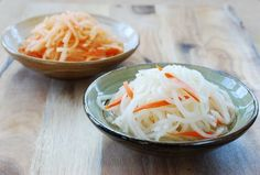 A simple Korean radish side dish.Musaengchae(무생채) is a salad like dish that's made with julienned radish.This recipe is a mild variation that's sweet and sour. Simply refreshing!
