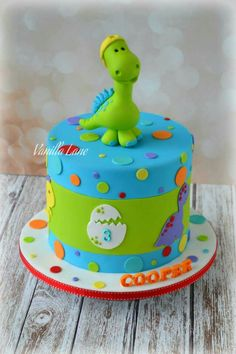 Cute design for kids. - Let's plan a party Dinosaurier-Geburtsta Dinasour Birthday Cake, Dinosaur Birthday Party, 1st Boy Birthday, Birthday Parties, Birthday Ideas, Cake Birthday, Dinosaur Cakes For Boys, Bolo Snoopy, Dino Cake
