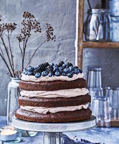 Den lækreste lagekage med moccacreme   ISABELLAS Baking Recipes, Cake Recipes, Danish Cuisine, Creme Puff, Brownie Cheesecake, Biscuit Cake, Cake Toppings, Fancy Cakes, Cake Decorating