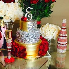 @sweetserenity_desserts and I teamed up again and made this happen! How gorgeous is that cake? Just what @iamerica_mena loves....#redgoldandroses #champagne #champagnebottle #cake #birthdaycake #weddingcake #memorybottlle #champagneflute #champagneglasses #pimpcup